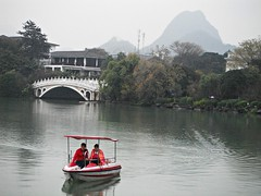 榕湖, 桂林, Sun and Moon Agoda, Yonghu lake, Guilin, Guanxi China (Ronnie_ta) Tags: china guilin 桂林 guanxi 榕湖 yonghulake