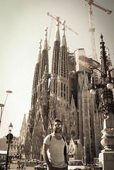 Sagrada Familia - Bacelona (andrealeo77) Tags: familia strada sagrada seppia bacelona allaperto