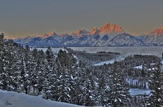 First Light on the Tetons - 7494_5_6b (teagden) Tags: park winter mountain mountains sunrise landscape photography nikon scenic grand national snakeriver wyoming grandtetons teton tetons grandteton firstlight grandtetonnationalpark winterscene coldmorning landscapephotography tetonmountains jenniferhall jenhall jenhallphotography jenhallwildlifephotography