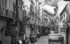 Air conditioning (frank.gronau) Tags: street white black building frank thailand sony air schwarz singapur conditioning weis gronau alpha7 klimaanlagen