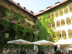 2012 08 25 Austria - Tirolo - Schwaz - Rathaus - Cortile_1939 (Kapo Konga) Tags: austria municipio tirolo schwaz