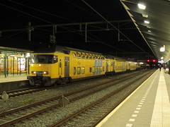 NSR DDAR 7342 + 1756 als Sprinter in Apeldoorn (Jonathan Blokzijl) Tags: netherlands station night train canon wagon nacht ns nederland rail railway zug bahnhof trains bahn railways trein spoor apeldoorn spoorwegen gelderland sprinter 1756 nederlandsespoorwegen ddar locomotief nachtopname electrische