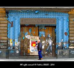 Czech Republic - Old time in Praha (Frdric Salle) Tags: street door old man men canon walking photo europe czech prague walk picture praha pic sidewalk czechrepublic porte ruelle rue gomtrie vieux homme trottoir streetshot vieil vieillard vieu yourgroup canoneos400d hommeold manoldmanmentravelbluecolorcoloursidewalktrottoirold