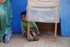 Un sourire (cafard cosmique) Tags: africa street portrait portraits photography photo foto image northafrica retrato streetphotography portrt morocco maroc maghreb tradition portret enfant marruecos extrieur ritratto essaouira marokko marrocos afrique