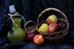 Cesto con mele (Fabio Polimadei) Tags: stilllife apple fruits composition stilleven stilleben simplicity stillife stills naturemorte