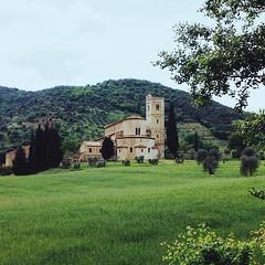 Sant'Antimo #abbey #tuscany #toscana #siena #valdorcia... (polaroid android) Tags: italy green abbey jj italia pics snapshot pic tuscany siena moment capture toscana valdorcia photooftheday picoftheday santantimo vscocam uploaded:by=flickstagram instagram:photo=712383881234614865264363329 instagram:venuename=abbaziasant27antimo instagram:venue=268902511