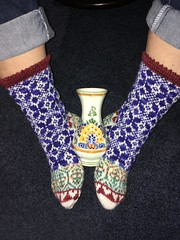 Delft Blue socks. With a genuine Delft vase. (Lynne Fitz) Tags: socks knitting stranded