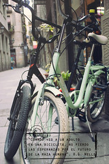 Bici Love (Kybenfocando) Tags: barcelona city bike vintage spain moments ciudad bicicleta bici postal momentos frase