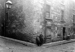 Park Lane/Temple Lane (Dundee City Archives) Tags: street old dog building boys lamp sign stone photos dundee victorian rental cobbled gas advert housing parklane slum slums 1918 templelane victorianhousing victoriantenements olddundeephotos