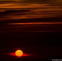 Punto y Seguido (IrreBerenT) Tags: sunset sky orange sun sol nature point atardecer cielo ocaso cantabria sanvicentedelabarquera puntoyseguido irreberente pointandfollowed irreberentenataliaaguado