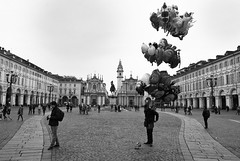 (Roybatty63) Tags: street blackandwhite bw torino blackwhite nikon streetphotography bn piazza biancoenero citt palloncini centrostorico d80