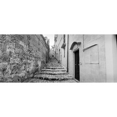 Matera, May 2015 (dreifachzucker) Tags: blackandwhite bw italy film analog 35mm italia horizon may basilicata unescoworldheritagesite analogue day3 matera 2015 kodaktrix400 sassidimatera kodaktx400 mezzogiorno filmisnotdead autaut istillshootfilm zenithorizon202 believeinfilm may18th2015