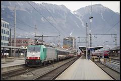 02-01-2016, Innsbruck, NMBS 2807 + Austria Express (Koen langs de baan) Tags: austria oostenrijk hauptbahnhof bergen hbf innsbruck 2800 nmbs 2807 hafelekar exrpess railpromo