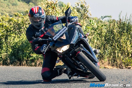 2016-Yamaha-R3-10