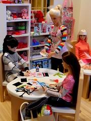 Here We Go - Snowman Class (rata-tat-tat) Tags: dolldiorama barbiediorama poppyparker dynamitegirlssooki