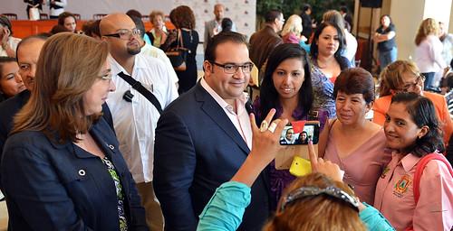 """El gobernador Javier Duarte de Ochoa inauguró el Foro """"Con la Trata no se Trata"""", acompañado de la C. Rosi Orozco, Presidenta de la Comisión Unidos Vs Trata."""