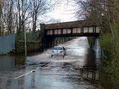 King St Bridge is Flooded Again (5) (dddoc1965) Tags: park street bridge cars water scotland king flooded splashing ferguslie dddoc davidcameronpaisleyphotographer