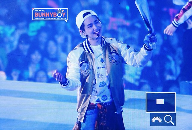 160214 Onew @ 'SHINee WORLD 2016 DxDxD in Kobe' 24440888534_b9872e18e0_z