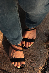 Cool (IPMT) Tags: blue west sexy verde feet azul foot gold golden cool toes metallic painted nine 9 polish jeans copper pedicure hits sandalia sandal toenails shimmering gladiator dorado toenail greeny pedi metalico marimoon duochrome multichrome perolado securitie