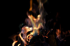 untitled fire (Joes House) Tags: argentina night fire noche warm shapes dreams fuego fotografia formas bolson calido