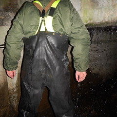 Westgate-Kanal5439 (Kanalgummi) Tags: rubber jacket worker bomber exploration sewer waders kanalarbeiter bomberjacke gummihose chestwaders goutier wathose