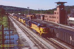 Ches WM 4366, stl jet, Connellsville, PA. 8-13-1986 (jackdk) Tags: railroad train railway wm locomotive bo chessie vi westernmaryland csx emd baltimoreandohio csxt gp402 gp40 chessiesystem trailertrain pittsburghsub emdgp402 emdgp40 stlouisjet keystonesub csxkeystonesub trailerjet