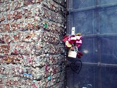 16011126 (CBsoundso) Tags: italy love colors wall architecture gum colorful europe italia lock verona chewinggum padlock romeojuliet veneto julietshouse casadigiuletta