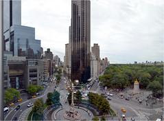 La rnovation de Columbus Circle fut achev en 2005, comprenant de nouvelles fontaines d'eau, des bancs en bois et des plantations entourant le monument. Les mesures du cercle intrieur sont environ 3.300 m, et du cercle extrieur environ 3.700 m . (Barbara DALMAZZO-TEMPEL) Tags: nyc manhattan columbuscircle centralparksud