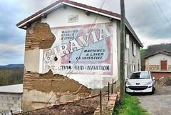 Publicité murale Giravia (France, sixties) (Cletus Awreetus) Tags: france rhône mur publicité machineàlaver sudaviation lavelinge montsdulyonnais lavevaisselle pisé électroménager souzy giravia