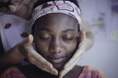 Belleza (RoX4NnE) Tags: red color kids digital portraits de 50mm la centro documentary nios retratos 5d mayo yami 20 f18 milena cultural documental asociacin brisas siloe giraldo comuna accr gabanzo pelucali