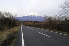 Long and straight road.  (SIGMA DP1 Merrill) (potopoto53age) Tags: road mountain apple japan landscape aperture long fuji sigma  sizuoka straight  f28 mtfuji merrill inogashira 19mm dp1 appleaperture sigmalens   potopoto53age sigmaphotopro sigmadp  dp1m sigmadp1merrill sigmaphotopro551 sigmalens19mmf28 longandstraightroad fujimiyashi