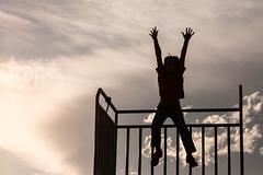 15/52 In the city... (Nathalie Le Bris) Tags: silhouette backlight contraluz jump child silueta enfant nio contrejour salta sauter hff