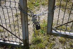 150316 036 (Jusotil_1943) Tags: puerta fences oxido cadena hierro candados 150316