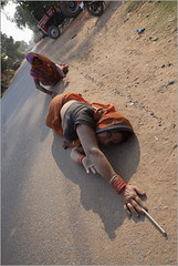 stretch, somewhere on the highway (nevil zaveri (thank you for 10million+ views :)) Tags: road people woman india photography photo blog women highway photographer hand veil traffic photos stock images photographs photograph mp devotee zaveri saree darshan stockimages bangles narmada nevil madhyapradesh pranaam nevilzaveri dandavat