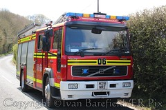 10 pump thatch fire, Nutley, Hampshire - 28.4.16 (skippys 999 site) Tags: rescue fire thatch fireengine emergency firebrigade 999 nutley firerescue fireservice hfrs hampshirefirerescue