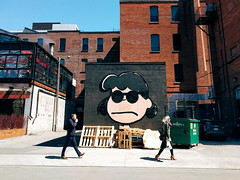 Hey Lucy (Natalie Markiewicz) Tags: toronto streetphotography peanuts lucyvanpelt kingstreetwest