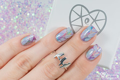 Vtiky od Eppi a pierkov manikra / Birds from Eppi and feathered manicure (www.lacqueredobsession.com) Tags: white art design rainbow nail polish ring stamp accessories holographic bps moyra