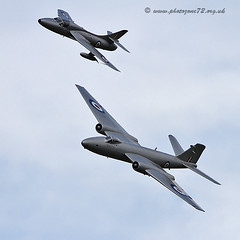 9897 canberra and Hunter (photozone72) Tags: canon aircraft aviation 7d canberra hunter airshows dunsfold hawkerhunter dunsfoldpark vintagejet midairsquadron
