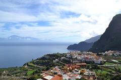 Un pueblo Canario/ Canarian village (suominensde) Tags: espaa seascape building landscape spain nikon outdoor hill tenerife mountainside atlanticocean waterscape elteide oceanoatlantico muokkaa d3100
