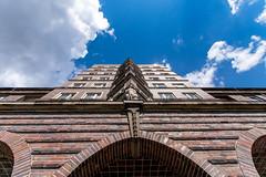 Glckauf (Patrick Trockel) Tags: himmel wolken haus hannover architektur sonne gebude ausblick geometrie niedersachsen glck weitwinkel sdstadt glckauf aufblick geibelplatz weitblick lowersaxonie