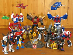 IMG_7941 x2 (gutts_tf) Tags: tracks mmc takara cosmos snarl masterpiece spartan hasbro prowl seaspray optimusprime grimlock dinobots sideswipe 3rdparty wheeljack ultramagnus mp10 powerglide starsaber mp25 mp17 gigapower mp08 mp12 guttur