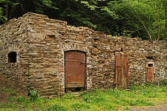 Der alte Stall (Fooß) Tags: mühle alt fenster natur wald stein tür tal scheune bruchstein hunsrück ehrbachklamm traumschleife