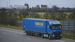 65-BBZ-6 (panmanstan) Tags: truck wagon mercedes motorway yorkshire transport container lorry commercial vehicle freight mp4 m62 haulage whitley hgv actros