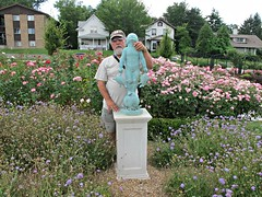 Ali & friend, Rotary Strolling Garden, Lincoln (ali eminov) Tags: flowers gardens nebraska statues ali lincoln sculptures rotarystrollinggardens