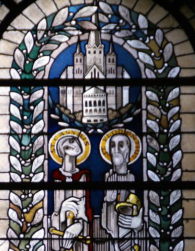 Bonn, Münsterplatz, Bonner Münster, Farbglasfenster mit den Heiligen Cassius und Florentius - Bonn Minster, stained glass window with Saints Cassius and Florenius