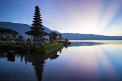 Pura Ulun Danu (Jokoleo) Tags: morning bali lake sunrise indonesia temple dawn culture calm serenity pura tranquil danau beratan ulundanu tabanan