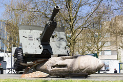 Jacob Groenewoudplantsoen Arnhem 2 (Tom van der Heijden) Tags: arnhem marketgarden tweedewereldoorlog johnfrostbrug eenbrugtever slagomarnhem jacobgroenewoudplantsoen monumentslagomarnhem jacobgroenewoud