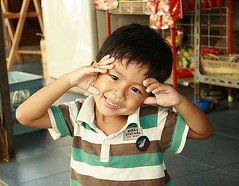 cute boy in front of a convenience store (the foreign photographer - ) Tags: boy cute portraits canon thailand store kiss bangkok convenience khlong bangkhen thanon 400d
