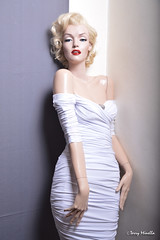 Marilyn Monroe sculpture mannequin (Terry Minella) Tags: sculpture cinema color sexy celebrity art mannequin marilyn vintage movie photo glamour doll marilynmonroe retro hollywood blonde monroe 50s lifesize schaufensterpuppe pinup figur puppe maniqui rootstein schaufensterfigur