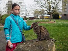 7e0_4038193-zuleikha-tuna (Wolfgang Lonien) Tags: girl animal cat spring daughter tuna blogpictures sundaywalk zuleikha